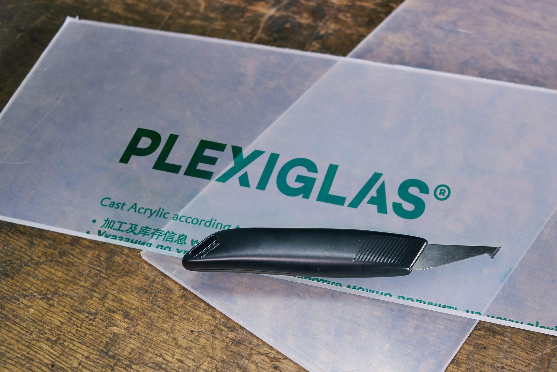 plexiglas_handling_trennen_platten_messer