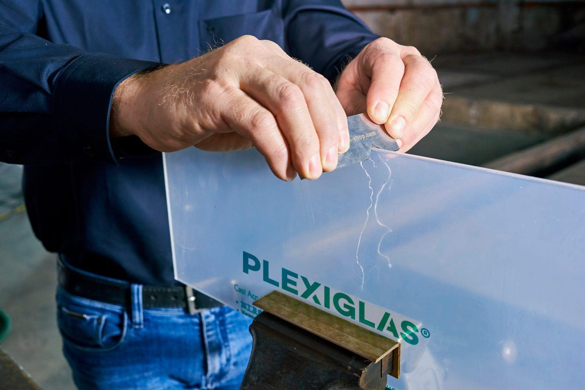 plexiglas_handling_trennen_ziehklinge